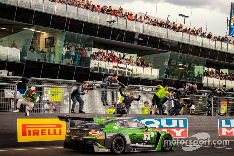Winner #7 Bentley Team M-Sport Bentley Continental GT3: Jules Gounon, Maxime Soulet, Jordan Pepper