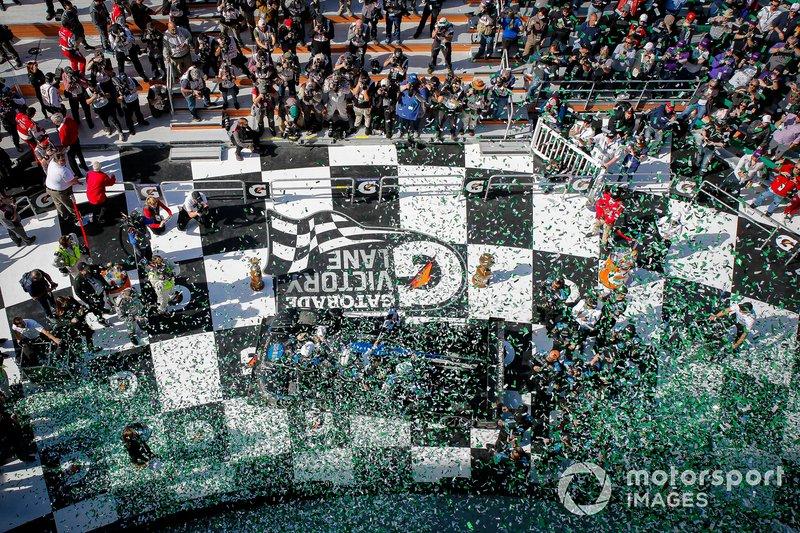 #10 Wayne Taylor Racing Cadillac DPi: Renger Van Der Zande, Ryan Briscoe, Scott Dixon celebrate the victory