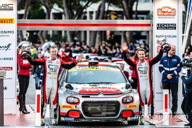 Podium: WRC2 winnaar Mads Østberg, Torstein Eriksen, PH Sport Citroen C3 R5