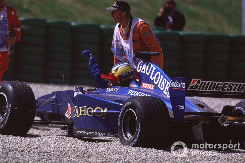 Ник Хайдфельд, Prost Peugeot AP03, после столкновения со своим напарником Жаном Алези на Гран При Австрии 2000 года