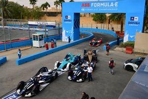 Nico Müller, GEOX Dragon, Penske EV-4, Brendon Hartley, Dragon Racing, Penske EV-4, Ma Qing Hua, NIO 333, NIO FE-005 in the pit lane