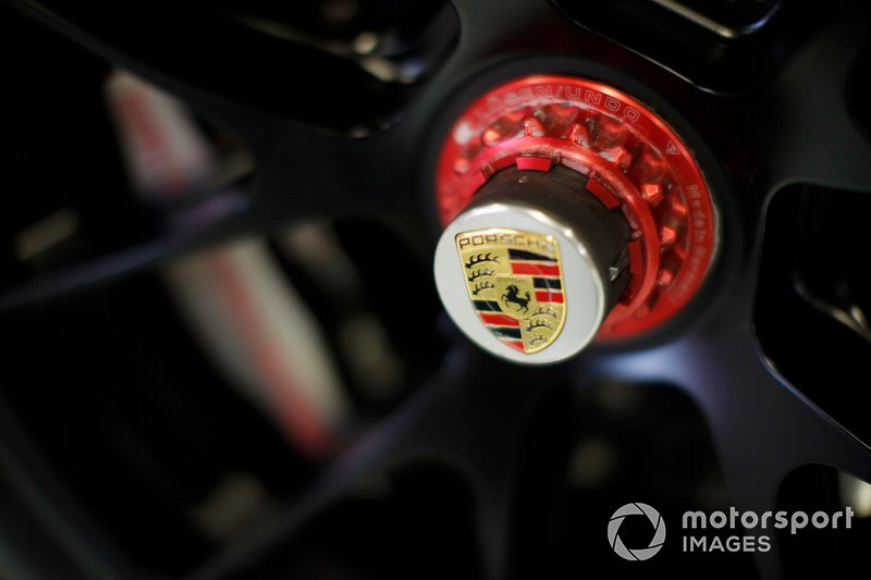 Detail of the wheel on a Porsche GT4