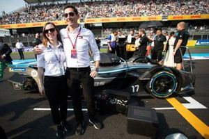 Ian James, Team Principal, Mercedes-Benz EQ with a member of the team on the grid