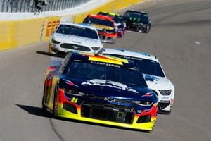 William Byron, Hendrick Motorsports, Chevrolet Camaro Axalta an dClint Bowyer, Stewart-Haas Racing, Ford Mustang BlueDEF