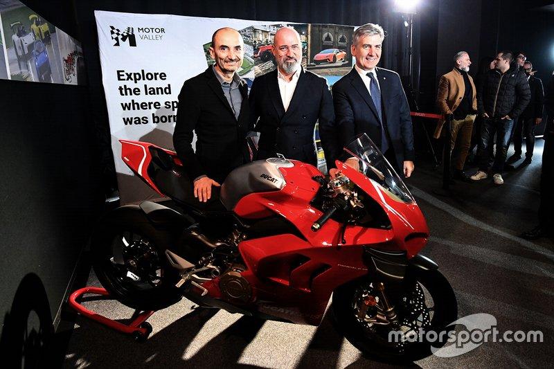 Andrea Pontremoli, CEO Dallara (a destra) con Claudio Domenicali (Ducati) e Stefano Bonaccini (Governatore dell'Emilia Romagna).