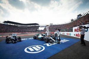Nico Rosberg, Mercedes AMG, 1st Position, celebrates in Parc Ferme