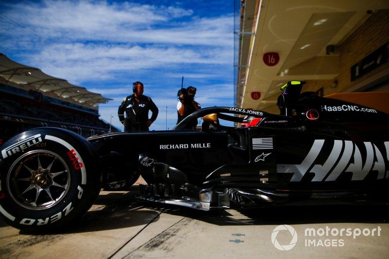 Гран При США стал сотой гонкой для Карлоса Сайнса, Кевина Магнуссена и Макса Ферстаппена. Всего 100 и больше стартов в Формуле 1 есть уже у 73 пилотов, включая 11 действующих