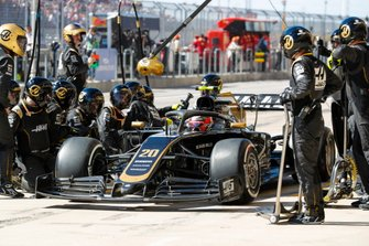 Kevin Magnussen, Haas VF-19 Team, makes a pit stop