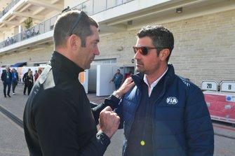 Max Papis en Michael Masi, wedstrijdleider