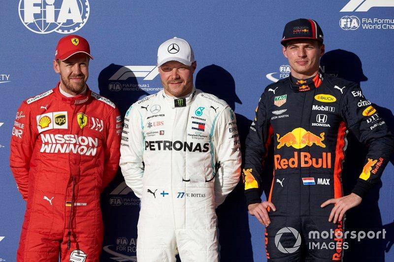 Обладатель поула Валттери Боттас, Mercedes AMG F1, второе место – Себастьян Феттель, Ferrari, третье место – Макс Ферстаппен, Red Bull Racing