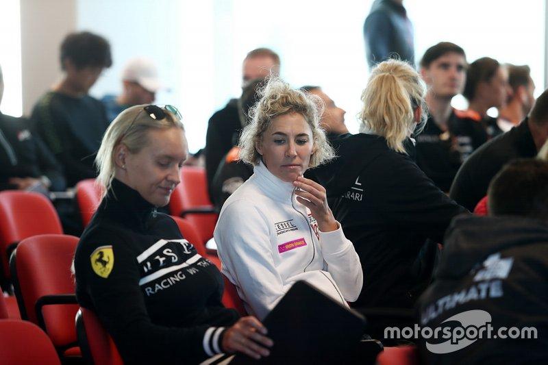 #83 Kessel Racing Ferrari F488 GTE: Rahel Frey, Michelle Gatting