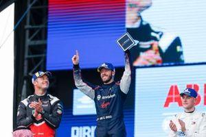 Podio: ganador de la carrera Sam Bird, Virgin Racing, segundo lugar Andre Lotterer, Porsche, y el tercer lugar Stoffel Vandoorne, Mercedes Benz EQ