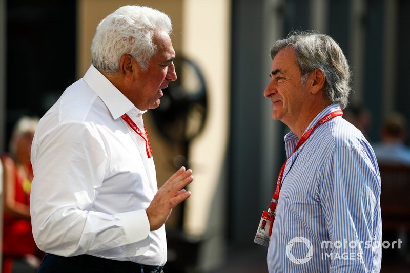 Lawrence Stroll, Propietario, Racing Point, habla con Carlos Sainz