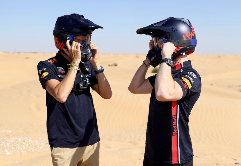 Max Verstappen, Alexander Albon, Red Bull Racing, Red Bull Desert Racing en Skydive Dubai