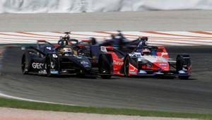 Brendon Hartley, Dragon Racing, Penske EV-4 alongside Jérôme d'Ambrosio, Mahindra Racing, M6Electro ahead of Robin Frijns, Envision Virgin Racing, Audi e-tron FE06