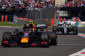 Alex Albon, Red Bull Racing RB15, Lewis Hamilton, Mercedes AMG F1
