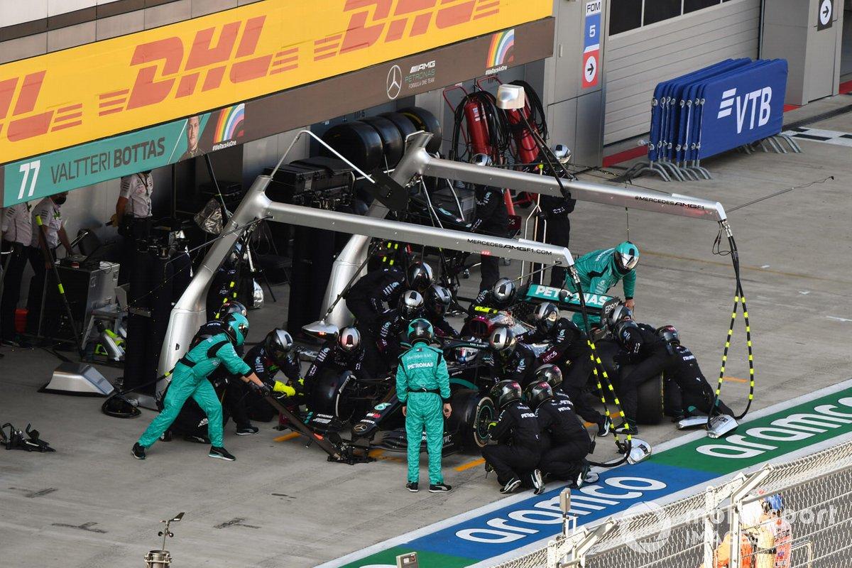 Valtteri Bottas, Mercedes F1 W11, en pits