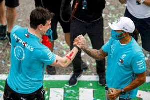 Toto Wolff, Executive Director (Business), Mercedes AMG, and Lewis Hamilton, Mercedes-AMG F1, 1st position, celebrate having secured a record 7th consecutive Constructors World Championship title
