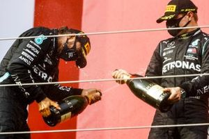 Race Winner Lewis Hamilton, Mercedes-AMG F1 and Valtteri Bottas, Mercedes-AMG F1 celebrates on the podium with the champagne