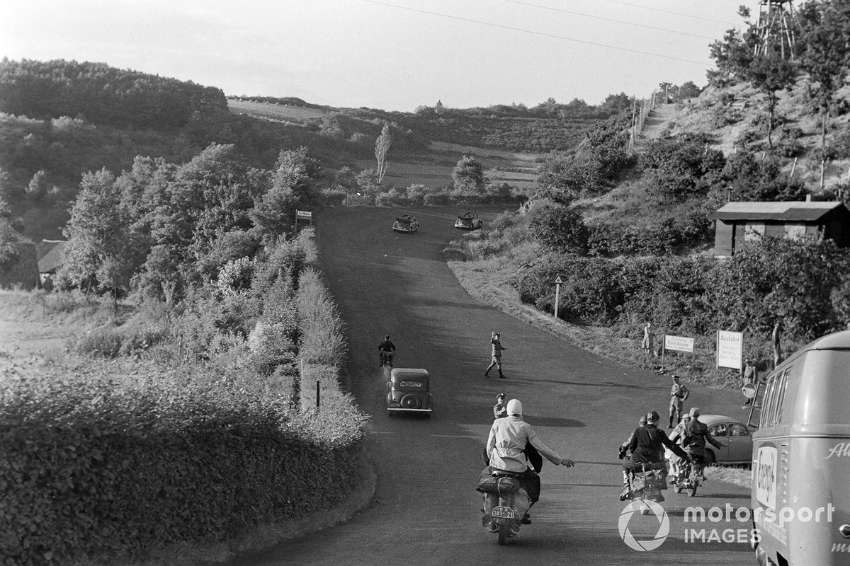 Трасса пострадала во время войны, а потом какое-то время использовалась в качестве обычной дороги