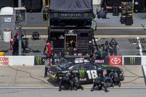 Riley Herbst, Joe Gibbs Racing, Toyota Supra Monster Energy pit stop