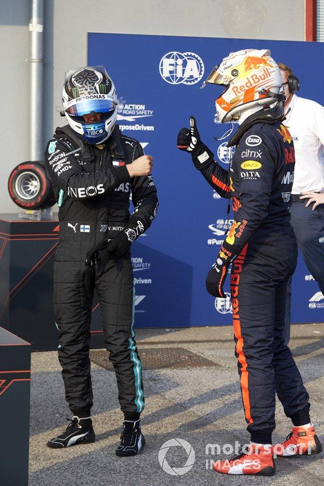 Max Verstappen, Red Bull Racing, si congratula con Valtteri Bottas, Mercedes-AMG F1, che ha conquistato la Pole