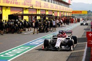 Kimi Raikkonen, Alfa Romeo Racing C39, in the pit lane