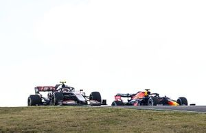 Kevin Magnussen, Haas VF-20, Max Verstappen, Red Bull Racing RB16