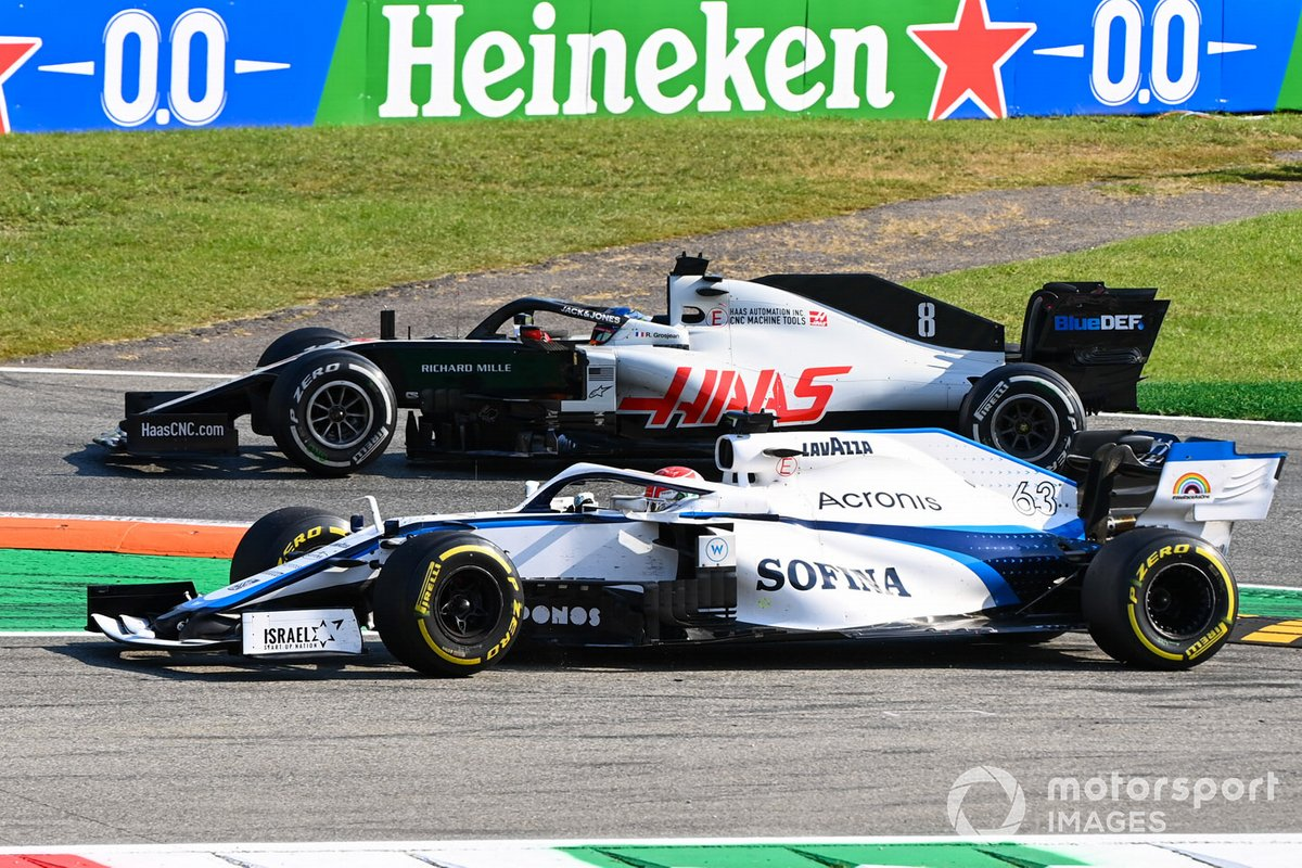 George Russell, Williams FW43 arriva largo mentre cerca di superare Romain Grosjean, Haas VF-20