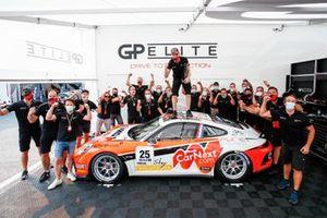 Champion Larry ten Voorde, Team GP Elite with the team
