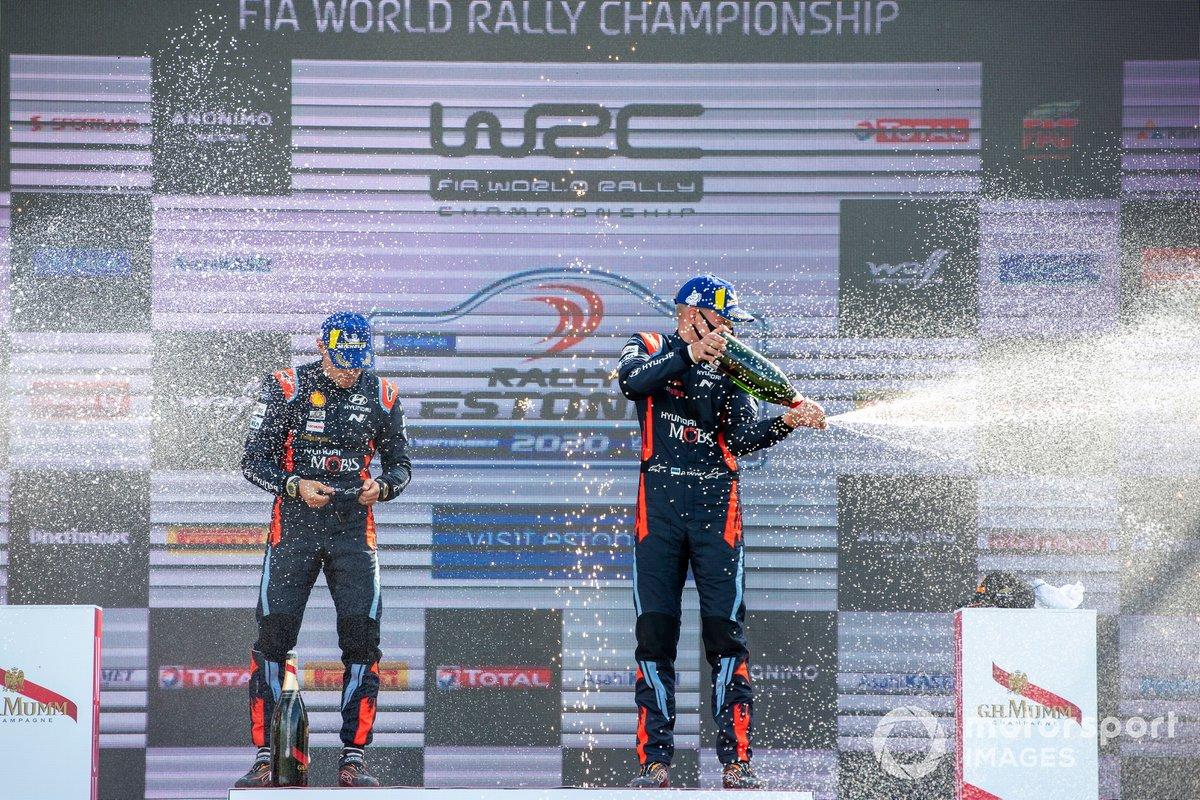 Podio: ganador Ott Tänak, Martin Järveoja, Hyundai Motorsport Hyundai i20 Coupe WRC