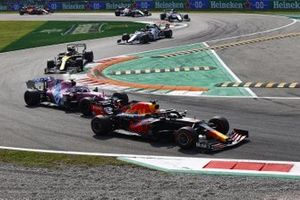 Max Verstappen, Red Bull Racing RB16, Lance Stroll, Racing Point RP20, Esteban Ocon, Renault F1 Team R.S.20, and Pierre Gasly, AlphaTauri AT01, at the start