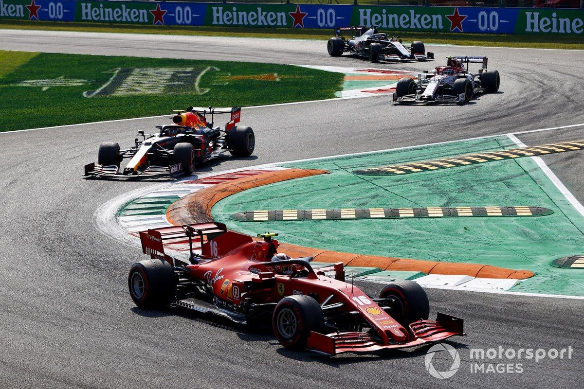 Charles Leclerc, Ferrari SF1000, Alex Albon, Red Bull Racing RB16, e Antonio Giovinazzi, Alfa Romeo Racing C39