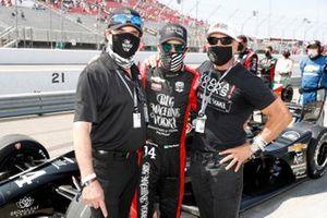 Tony Kanaan, A.J. Foyt Enterprises Chevrolet and sponsors Scott and Mark Borchettta