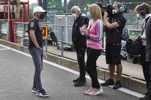 Valtteri Bottas, Mercedes-AMG F1,est interviewé par Rachel Brookes, Sky TV