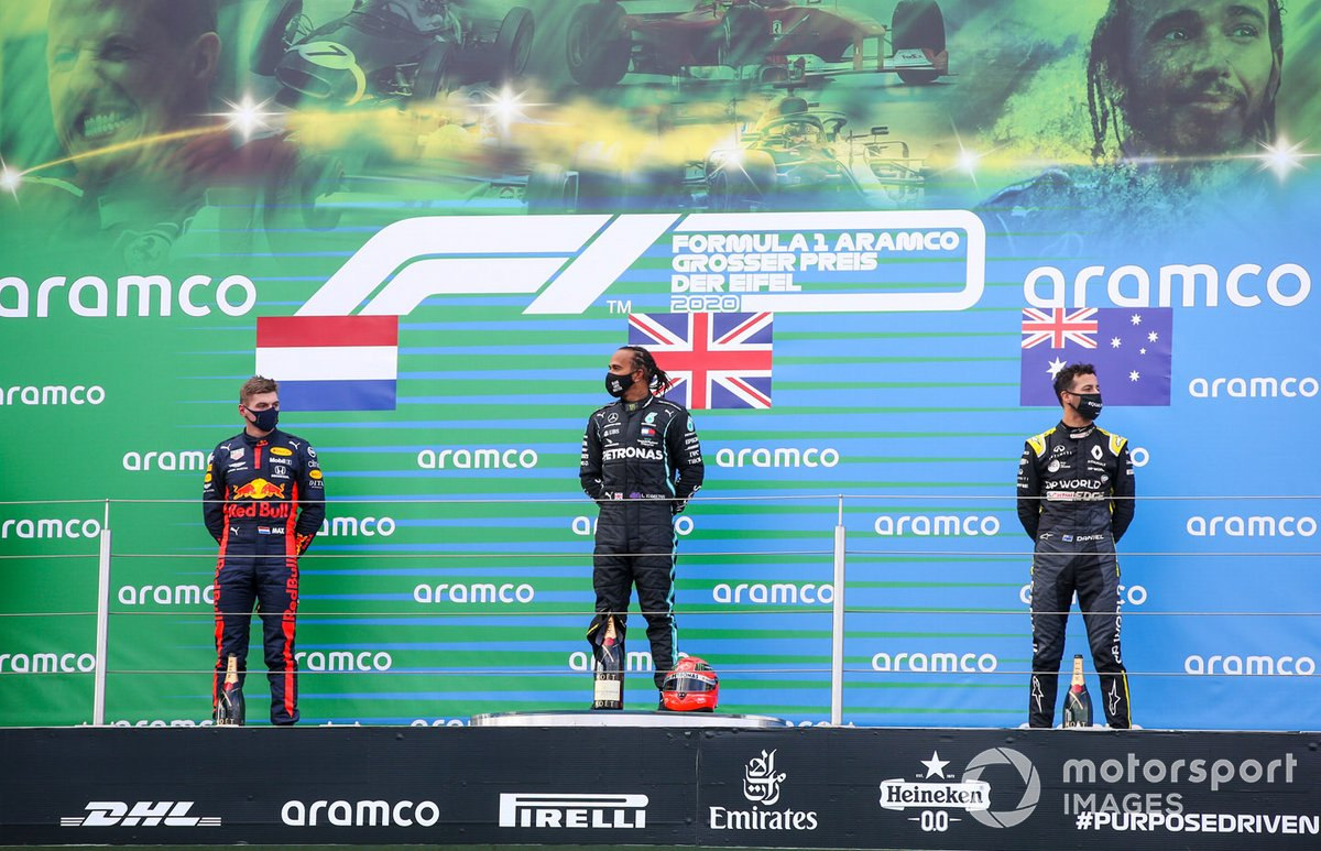 Max Verstappen, Red Bull Racing, 2a posizione, Lewis Hamilton, Mercedes-AMG F1, 1a posizione, e Daniel Ricciardo, Renault F1, 3a posizione, sul podio