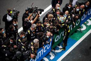 Daniel Ricciardo, Renault F1 Team R.S.20 celebrates with his team in Parc Ferme