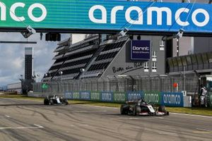 Romain Grosjean, Haas VF-20, Nicholas Latifi, Williams FW43