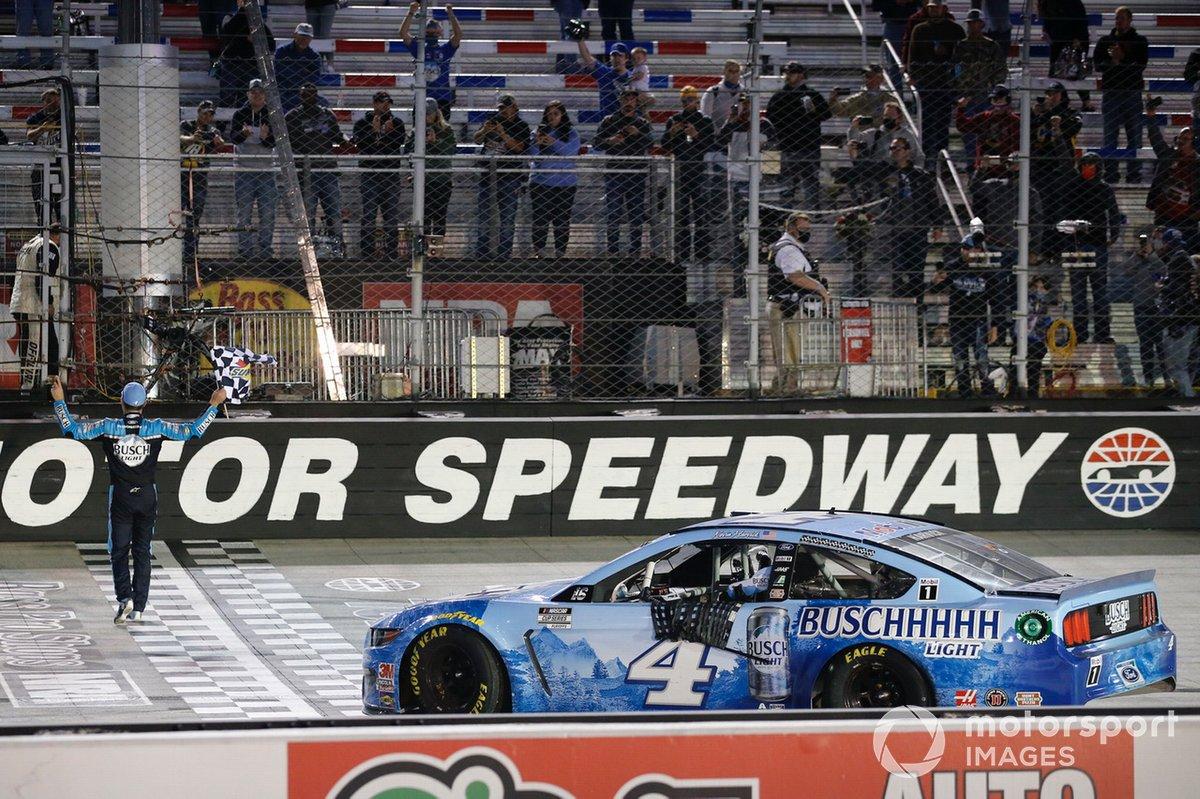 Ganador Kevin Harvick, Stewart-Haas Racing, Ford Mustang