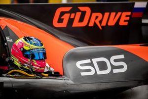 Helmet of #16 G-Drive Racing By Algarve Pro Racing Oreca 07 - Gibson: Olivier Jarvis