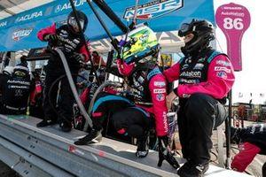 #86 Meyer Shank Racing w/Curb-Agajanian Acura NSX GT3, GTD: Mario Farnbacher, pit stop