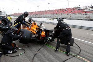 Pato O'Ward, Arrow McLaren SP Chevrolet, pit stop