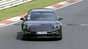 porsche-taycan-cross-turismo-spied-at-nurburgring-front-shot