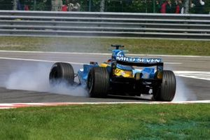 Fernando Alonso, Renault R24 spins on his own oil at Les Combes