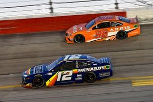 Ryan Blaney, Team Penske, Ford Mustang Menards/Maytag, Daniel Suarez, Gaunt Brothers Racing, Toyota Camry ARRIS now CommScope