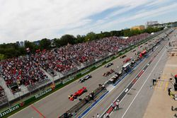 Sebastian Vettel, Ferrari SF71H, y Valtteri Bottas, Mercedes AMG F1 W09, Max V