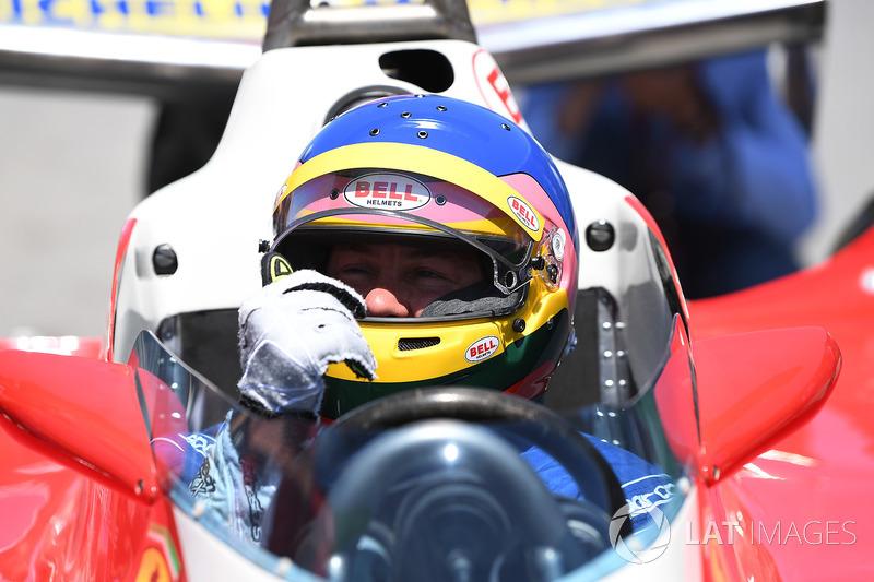 Jacques Villeneuve, pilote la Ferrari 312T3 de son père