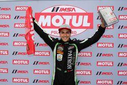 Il vincitore del Motul Pole Award #22 Tequila Patron ESM Nissan DPi, P: Pipo Derani