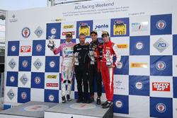 Podio Gara 3: il secondo classificato William Alatalo, BWT Mucke Motorsport, il vincitore della gara Leonardo Lorandi, Bhaitech, il terzo classificato Olli Caldwell, Prema Theodore Racing