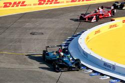 Оливер Тёрви, NIO Formula E Team, и Жером д'Амброзио, Dragon Racing
